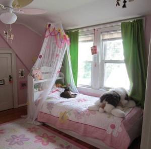 J pink room